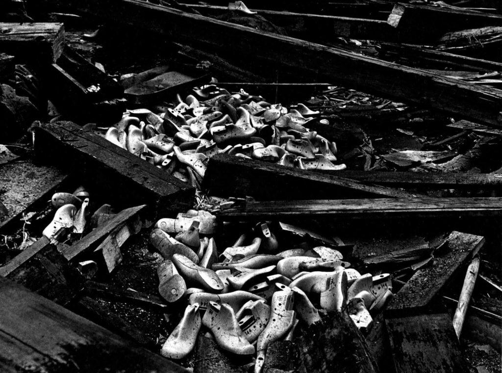 Die letzten Schuhe - Fotografin: Cunégonde Peter